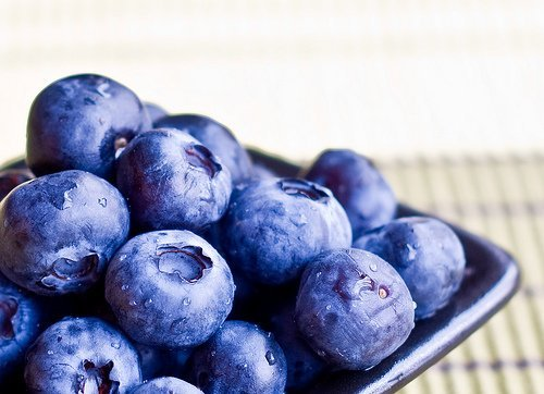 Healthy snacks for braces: blueberries