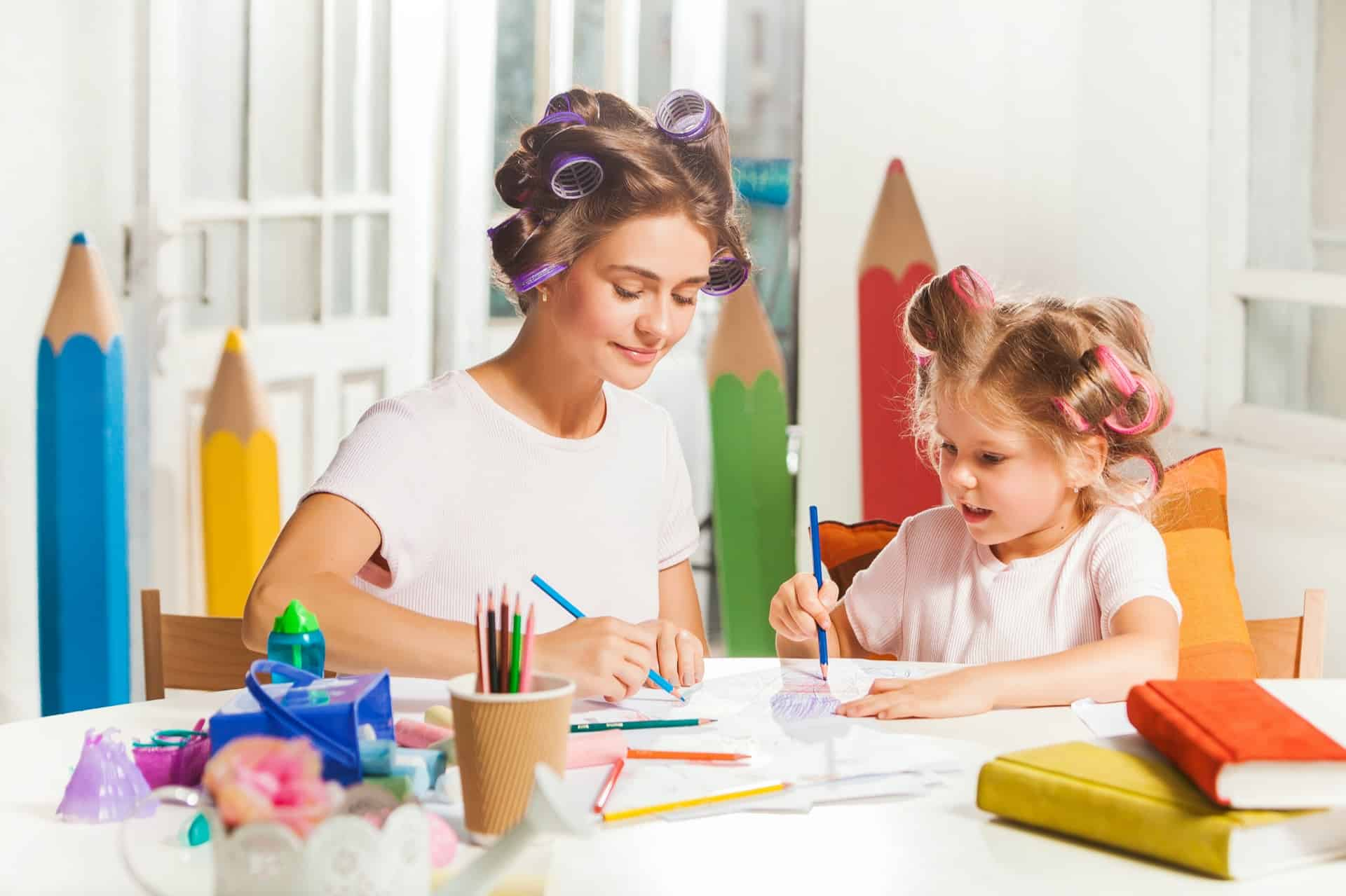 the young mother and her little daughter drawing P8QENEX - 5 Things You Can Do At Home With Your Kids